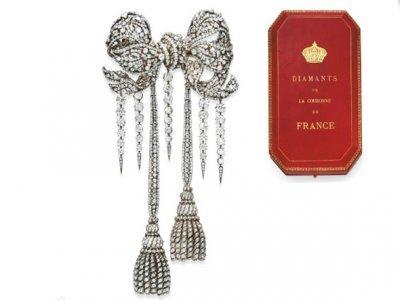 8 Šie auskari ir veidoti no... Autors: ShaGie Top 8 dārgākās izsolē pārdotās rotaslietas!!!