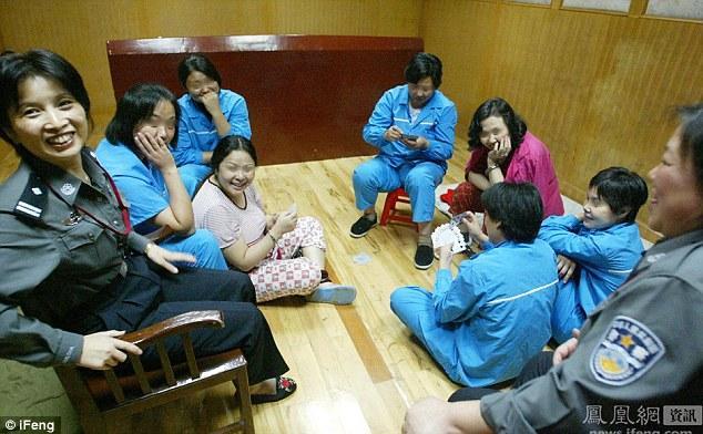 Zem apsargu acīm atrodas... Autors: jumpduckfuckup Ķinas nāvessods.
