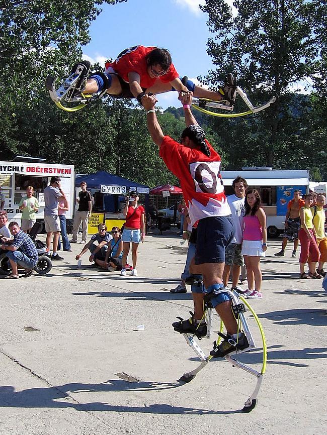 Autors: Fosilija Kā sauc šo izklaidi,varbūt sporta veidu.