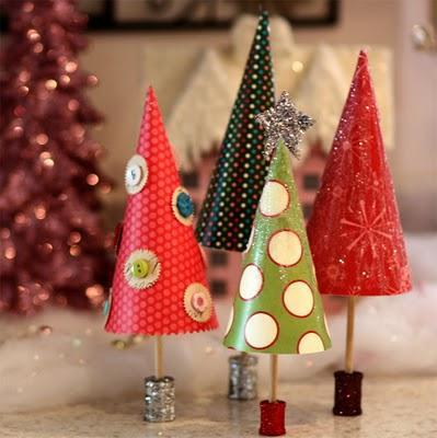 2 Ziemassvētku dāvanu papīra... Autors: Lithium DIY mazās Ziemassvētku eglītes.