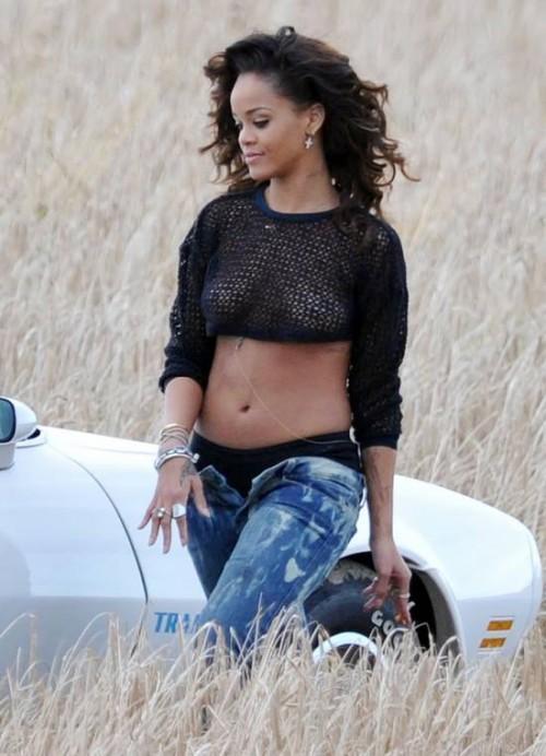 We found love videoklips Autors: serenasmiles Ģērbies kā Rihanna