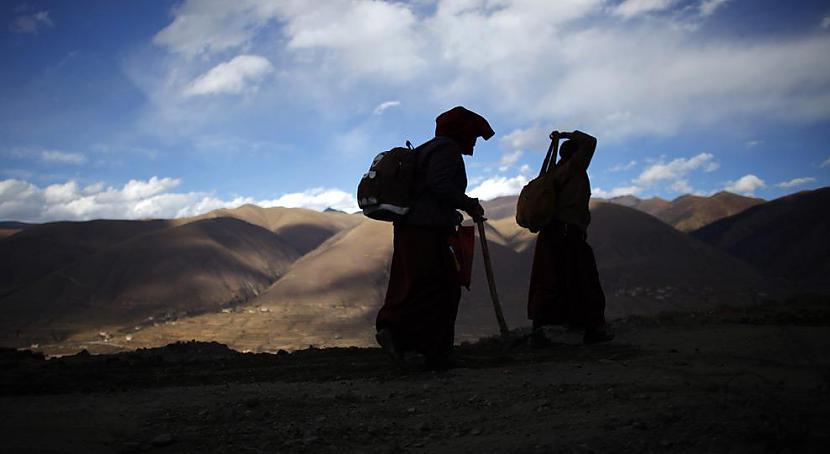 Divas mūķenes dodas ceļā uz... Autors: gnosin Tibetiešu sieviešu klosteris
