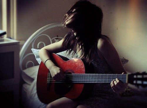 Viņš spēlēja ģitāru Ar ģitāras... Autors: Fosilija sadness
