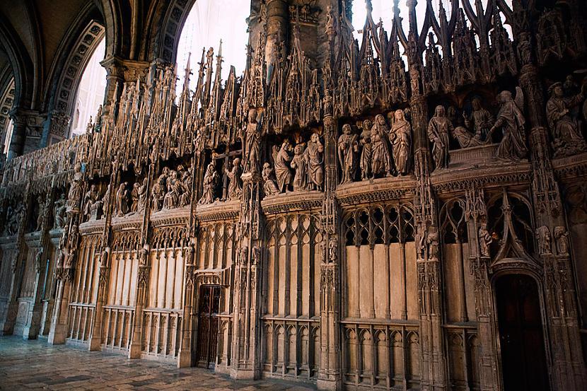 Frīze ornamentāli dekoratīva... Autors: Mr Cappuccino Šartras katedrāle