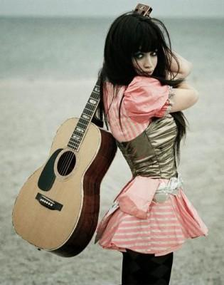 Autors: PorcelainGirl98 Jaunais talants jeb tikai mazpazīstama dziedātāja?