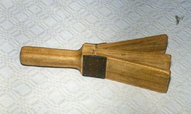 Klapītes darina pie koka... Autors: debesukalejs Latviešu tautas mūzikas instrumenti