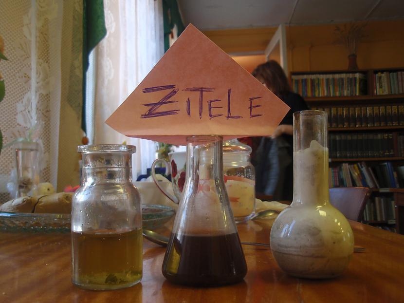 Autors: Zitele Tēja, kafija, kefīrs uz galda