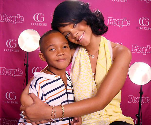 Rihannai ir 2 braļifotogrāfijā... Autors: mousetrap Pazīstamo cilvēku radinieki..