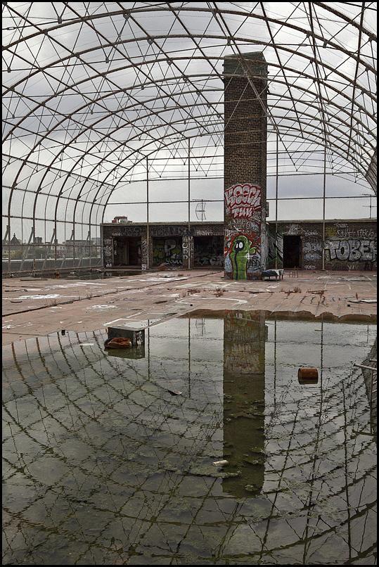 Uz jumta apkārt ir iežogojums... Autors: Samaara Pamesta vieta 40: pamatskola