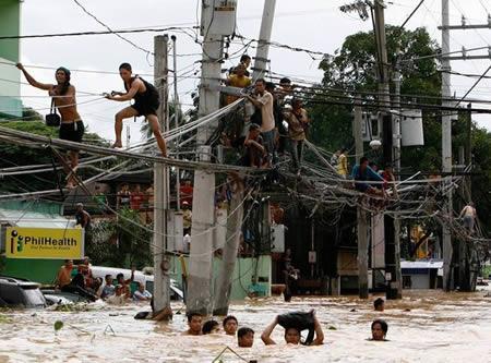Sērfo pa vadiem Autors: AldisTheGreat 13 Asprātīgi atrisinājumi kā pārdzīvot plūdus.