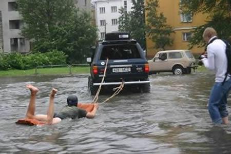 Atrodi jaunus hobijus kā... Autors: AldisTheGreat 13 Asprātīgi atrisinājumi kā pārdzīvot plūdus.