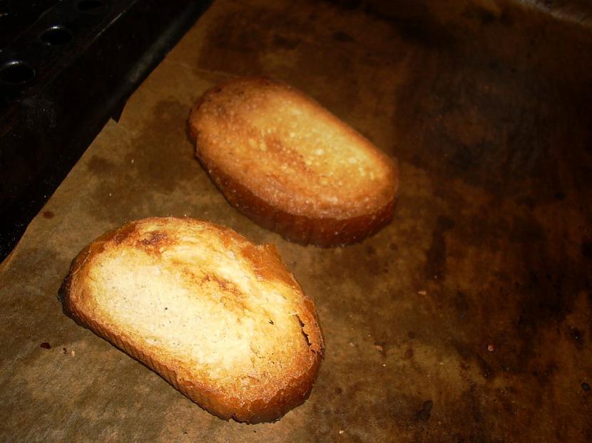 apgrauzdējam maizīti rīvmaizei Autors: Fosilija Vistas šašliks ar kartupeļu cilindriem rīvmaizē.