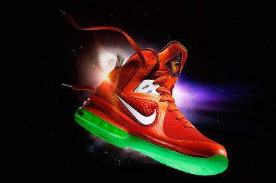 LeBron 9 apavi Autors: ducis123 nike kosmiskais dizains