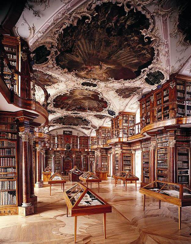 Bibliotēka glabā 2100... Autors: wilkatis 15 skaistākās pasaules bibliotēkas
