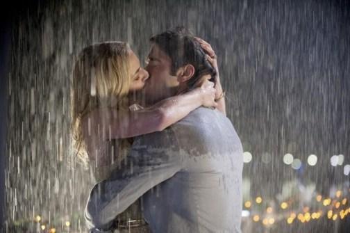 Autors: BlackRose69 Let me kiss you hard in the pouring rain...