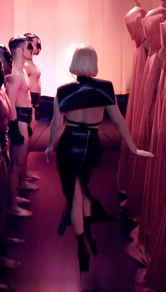 Autors: Fosilija Lady gaga.The First Ever Black Eu De Parfum Trailer