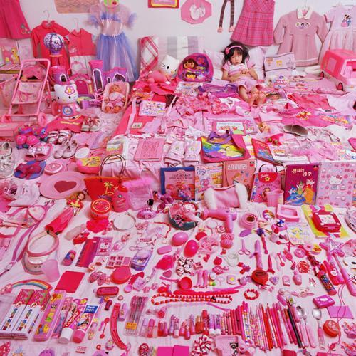 Japāņu meitenīte vārdā Seowoo... Autors: kakjiite412 3  dažāda vecuma meitenes, kas mīl tikai rozā krāsu.3