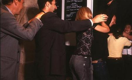 In The Dark Restaurant in... Autors: Fosilija 10 Interesantākie restorāni Pasaulē =)