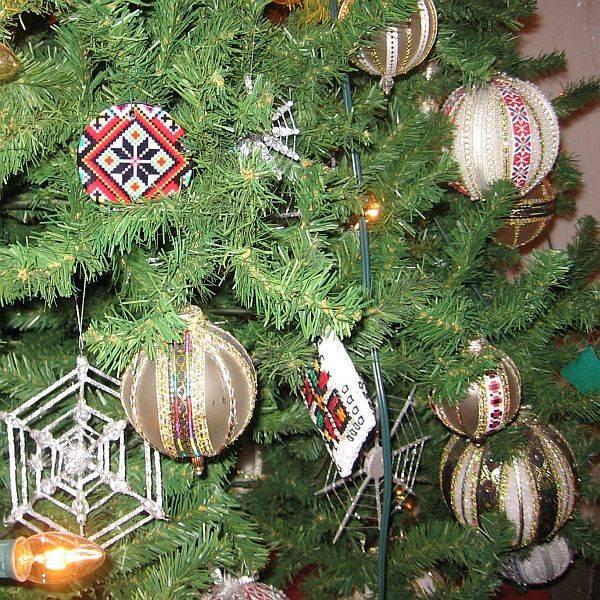 Ukrainā rotājot eglīti tajā... Autors: Ben4iks Interesanti fakti par Ziemassvētkiem