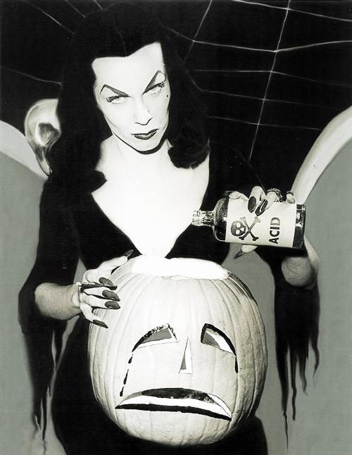 Autors: ZiggaZagga Halloween melnbaltajos laikos