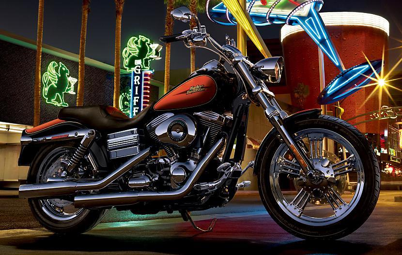 Dyna Low Rider Autors: Fosilija Harley - Davidson, 2009