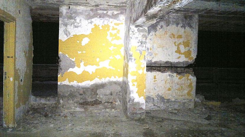 sakam ar scarono smuko sienu... Autors: Ragnars Lodbroks Neliels nakts pavazājiens pa sanatoriju