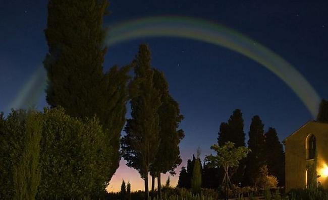 Autors: iFakti Dabas parādība - Mēness loks