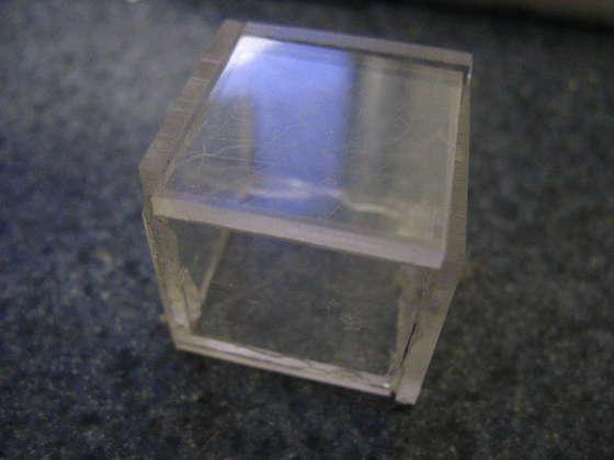 Autors: The Next Tech Fantastisks gaismas kuba darinājums.