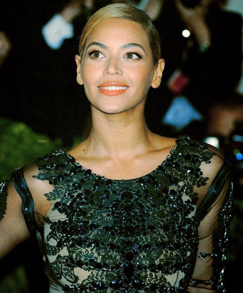 Autors: 8 Beyonce