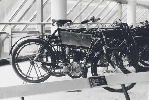 un atkal tas pats modelis Autors: Mahitoo Latvijas velosipēdu un automobiļu rūpnīca