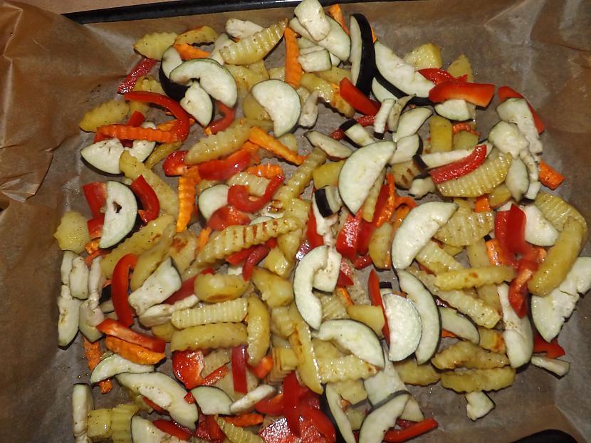 Kad kartupeļi un burkāni... Autors: Maizīīte Gaļa uz kociņa ar dārzeņiem ;D