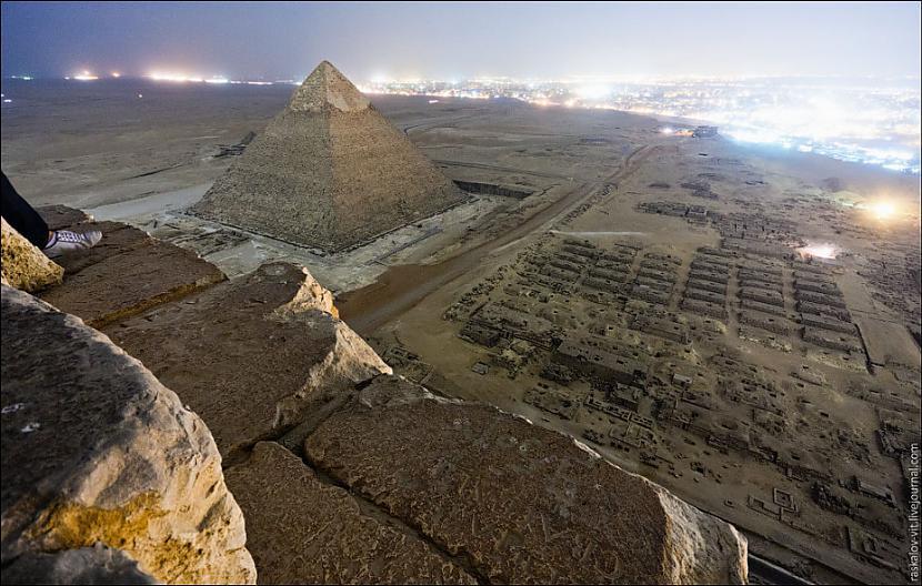 Autors: Azizi Krievu jaunieši uzrāpušies Gizas piramīdā