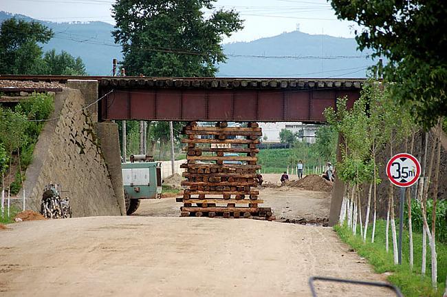 Dzelzceļa tilts rūpīgi... Autors: Raziels Ziemeļkoreja, kāda tā ir