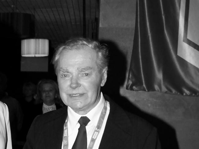 Ir bijis hokeja tiesnesis LHF... Autors: Hokeja Blogs Zemes klēpī guldīts – izcilais hokeja treneris Edgars Rozenbergs