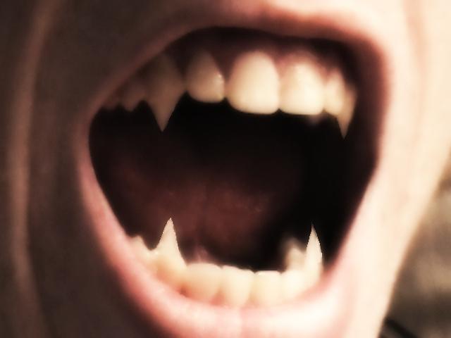 Autors: SuperMagone Policija arestēja,tēvu vampīru-kanibālu