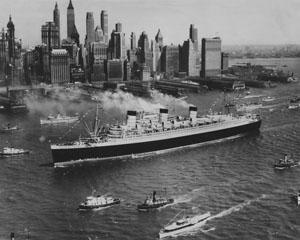 Queen Mary ar velkoņu... Autors: Kapteinis Cerība Kuģa Queen Elizabeth bojāeja