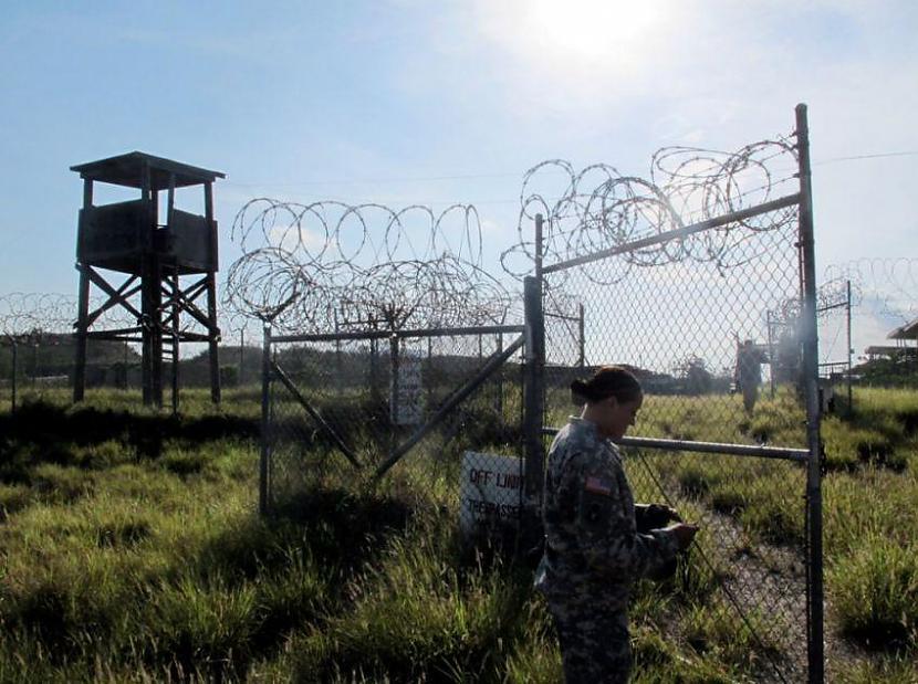 ASV karavīri aizsagā scarono... Autors: msi11 Gvantanamo teroristu cietums