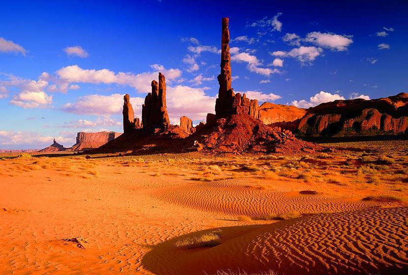 Torņi no smilscaronakmeņiem ... Autors: AdriansLV 10. skaistākās vietas uz planētas