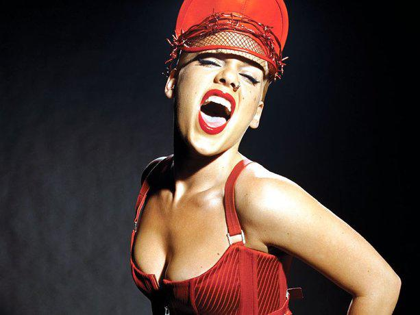 Dziedātāja pink savu skatuves... Autors: ORGAZMO Fakti par...