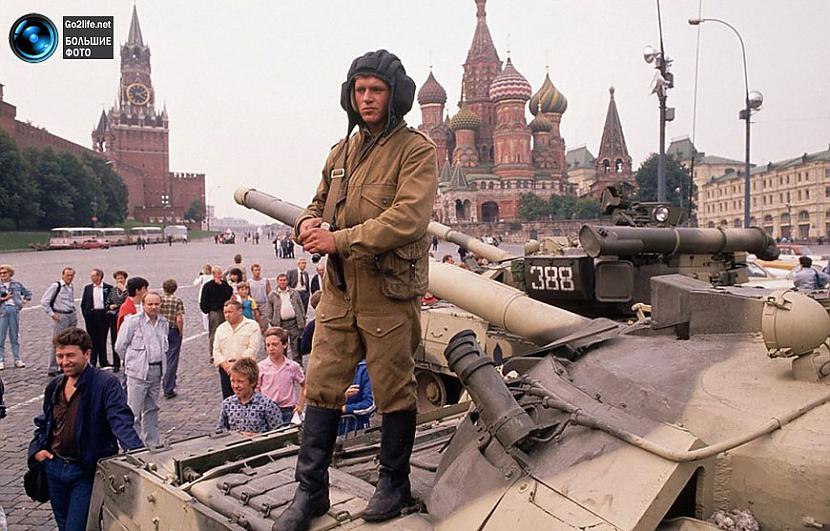 Tankists Maskavas sarkanajā... Autors: ghost07 Dzīve padomju savienībā (17 unikālas, krāsainas fotogrāfijas)