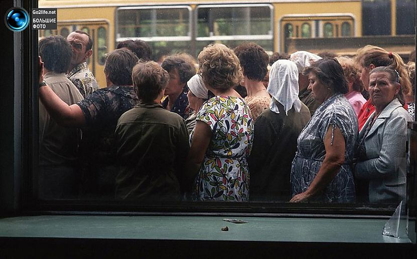 Rinda pēc scaronņabja PSRS... Autors: ghost07 Dzīve padomju savienībā (17 unikālas, krāsainas fotogrāfijas)