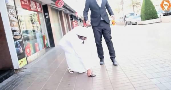 """Autors: Fosilija Kas notiek, ja Dubaijā """"netīšām"""" izkrīt maks uz ielas?"""