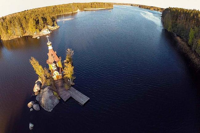 Arī krievijā tāpat kā visur ir... Autors: Sātans Brīnišķīga baznīca ,kas atrodas ezera vidū uz mazas saliņas.