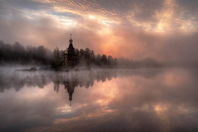 Scaronī pareizticīgo baznīca... Autors: Sātans Brīnišķīga baznīca ,kas atrodas ezera vidū uz mazas saliņas.
