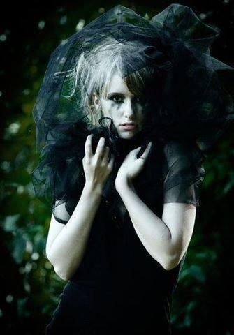 Autors: BrokenWings Melnā Atraitne 4