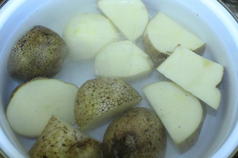 Nomazgājam kartupeļus... Autors: Sforca Debešķīgais kartupeļu biezenis