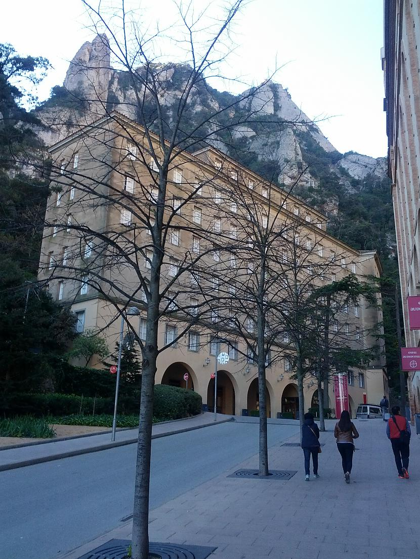 Ieeja Monseratas klostera... Autors: Fosilija Monserata, kalnu masīvi un Melnā Jaunava (Papildināts)