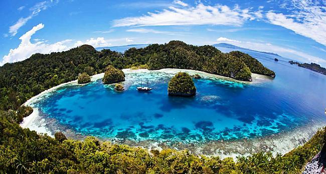 Mūsdienās scaronis atols ir... Autors: Prāta Darbnīca Sala, kurā cilvēki neredz krāsas
