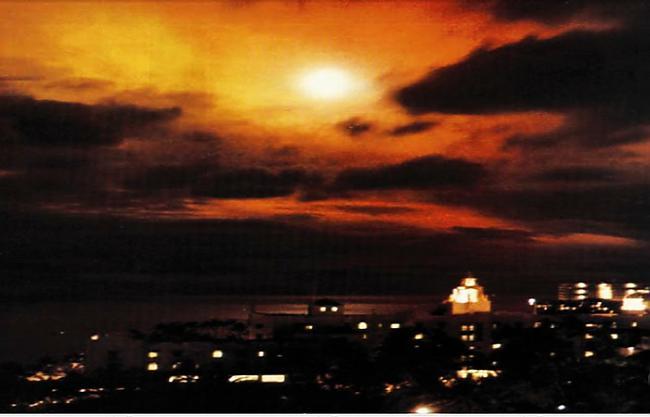 Nākamajā dienā trescarondaļa... Autors: Prāta Darbnīca Reiz amerikāņi kosmosā uzspridzināja atombumbu