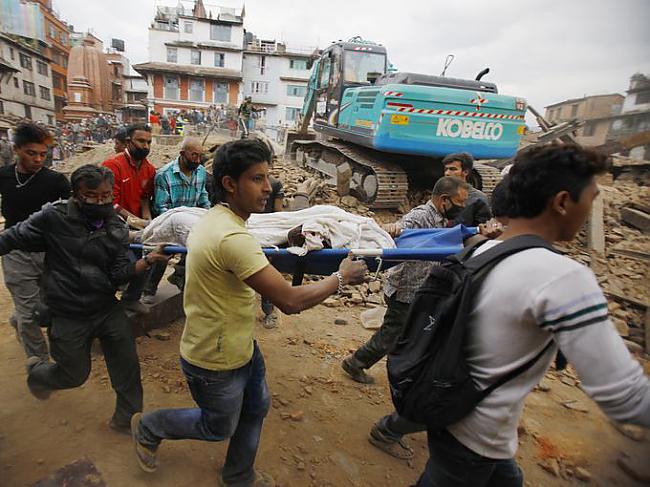 Autors: Kapteinis Cerība Nepālā, spēcīga zemestrīce atņem vairāk nekā 1400 dzīvības